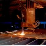foto st&a Sjoerd bij machine 2 plasma 001